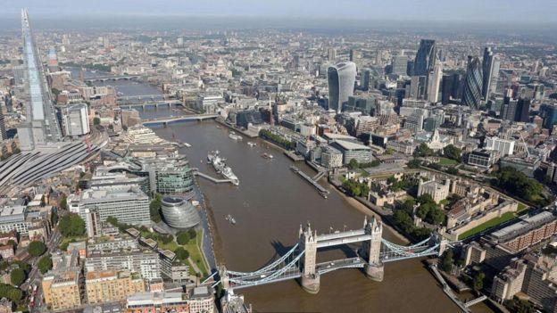 ذهب بعض كُتّاب القرن الثامن عشر إلى القول إن الحفاظ على هذا الحجر أمر جوهري لاستمرار بقاء لندن نفسها