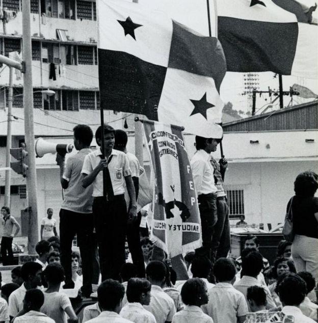 Estudiantes movilizados tras los incidentes del 9 de enero de 1964 en Panamá.