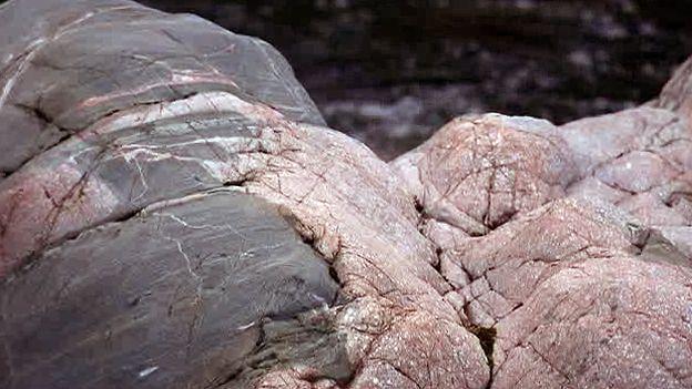 Granito con roca gris