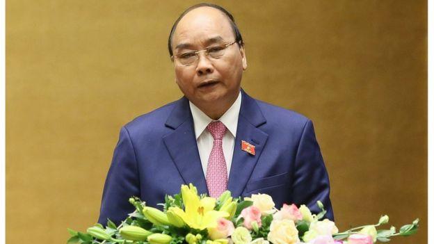 Thủ tướng VN, ông Nguyễn Xuân Phúc trình bày báo cáo trước Quốc hội.
