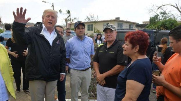 Donald Trump habla con algunos damnificados de Puerto Rico