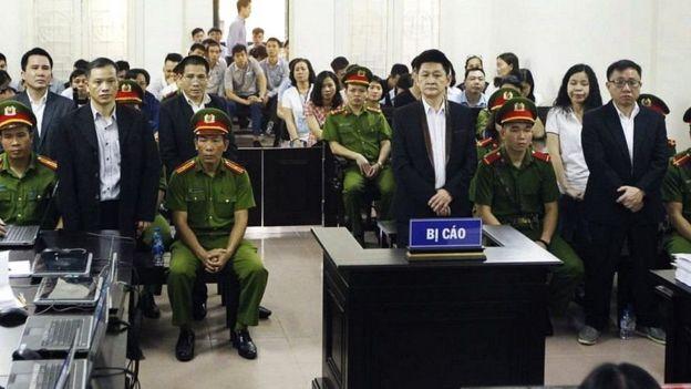 Bốn thành viên của Hội Anh em Dân chủ, trong đó có Luật sư Nguyễn Văn Đài, bị tuyên mức án tổng cộng là 66 năm tù giam trong một phiên tòa từ trước tại Việt Nam.