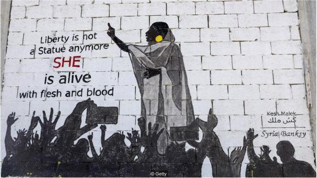 这张照片在网上疯传一周后,萨拉赫的形象就出现在广告牌和壁画上。
