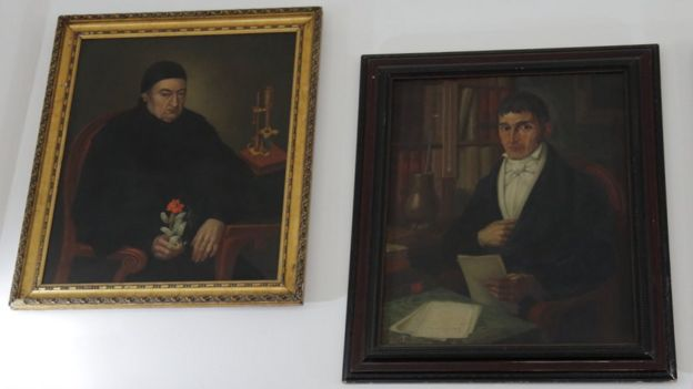 Retratos de José Celestino Mutis y Francisco José de Caldas, exhibidos en el Observatorio Nacional.