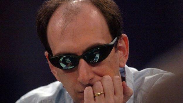 تدربت كونيكوفا على يد إريك سيدل، أسطورة البوكر، الذي فاز بملايين الدولارات في منافسات البوكر على مدى سنوات