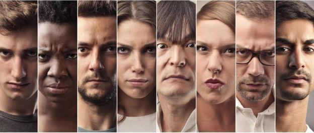 Várias pessoas de diferentes etnias com caras raivosas