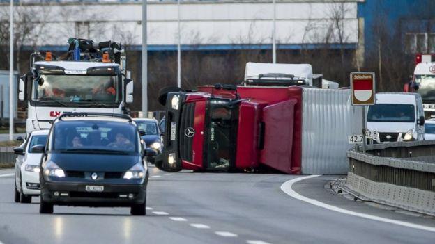 Overturned lorry on A1 between Oensingen and Niederbipp in Switzerland, 3 January 2018
