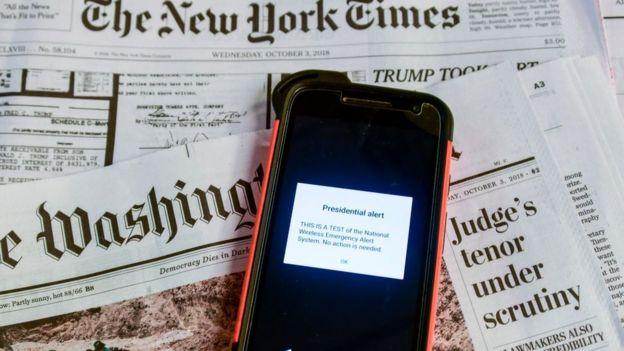 Un teléfono con la alerta