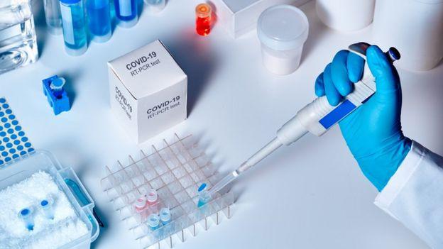 Teste de covid-19 em laboratório