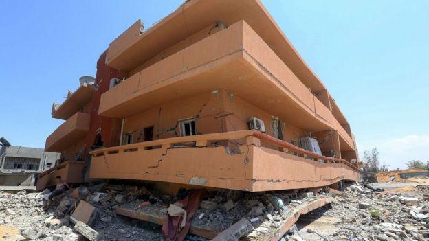 مبنى متهدم جراء القصف على طرابلس. يوليو/تموز 2019