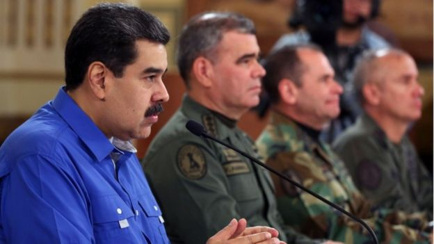 Maduro ao lado do Ministro da Defesa, Vladimir Padrino