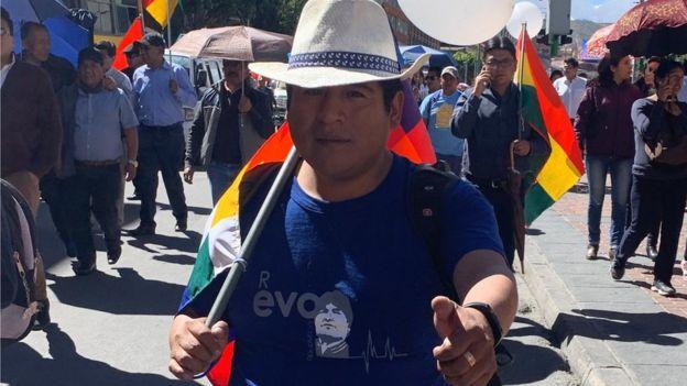 Los partidarios de Morales portaban camisetas con el color azul de su partido MAS.