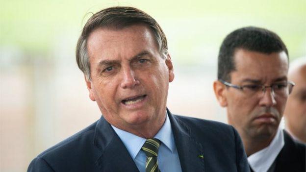 Jair Bolsonaro fala à imprensa