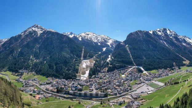 Vista aérea de Ischgl, un centro turístico en Austria.