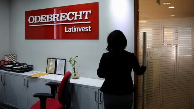 Letrero de Odebrecht.