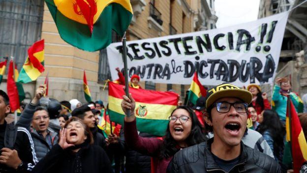 Manifestantes marchan en La Paz, Bolivia, 9 de noviembre de 2019