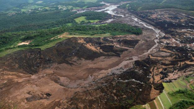 Vista aérea de la presa de Brumadinho