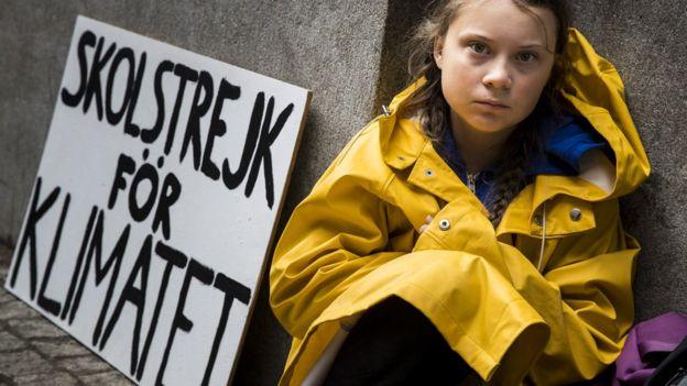 Greta Thunberg beraksi di depan parlemen Swedia