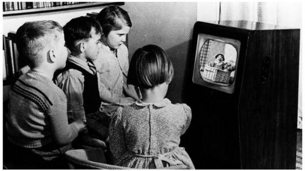 تلفزيون أبيض واسود