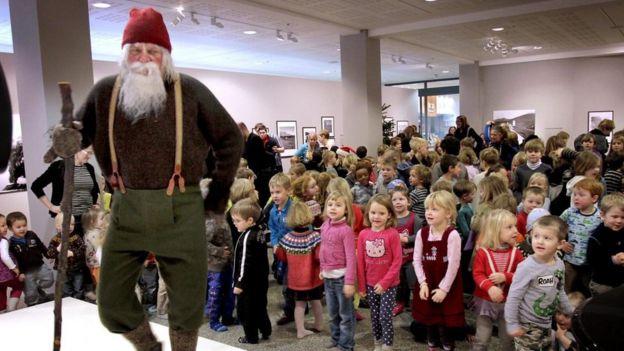 Yule Lad, homem vestido de elfo na Islândia
