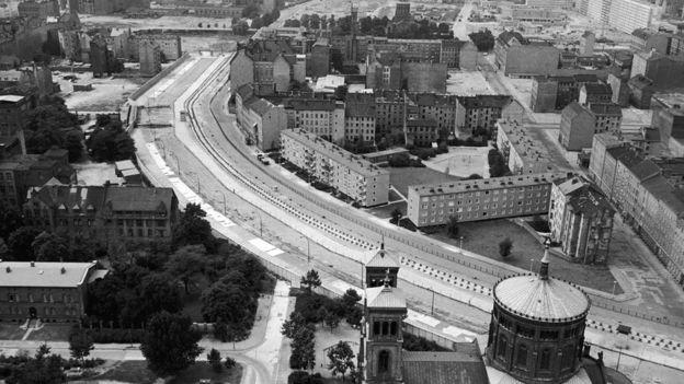 muro separa Berlim