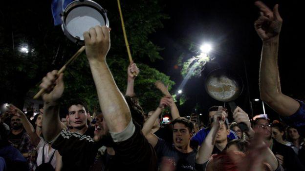 Panelaço contra reforma previdenciária argentina na noite de segunda-feira