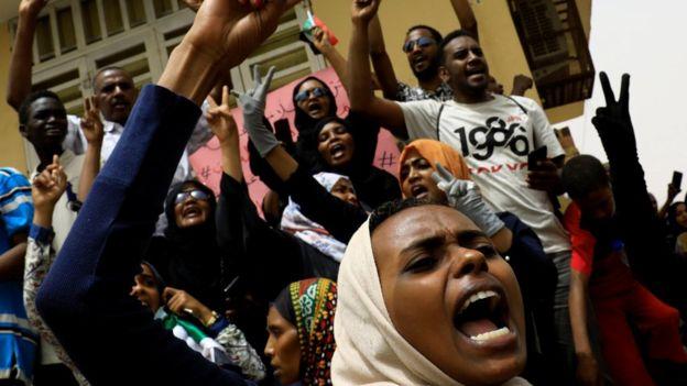 مظاهرات السودان: 5 قتلى في مسيرات حاشدة تجوب أنحاء الخرطوم