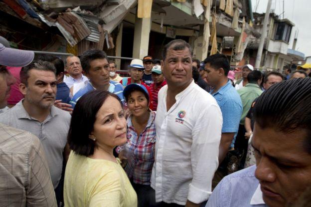 President Rafael Correa (in white) in Pedernales, 22 April 2016