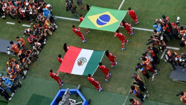 Banderas de Brasil y México.
