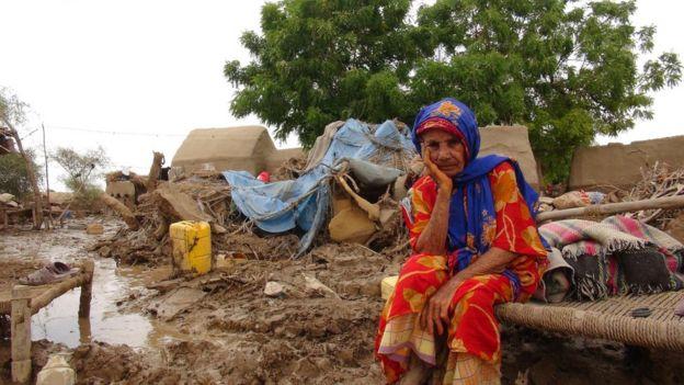الفيضانات تسهم في الأعباء التي يواجهها سكان اليمن