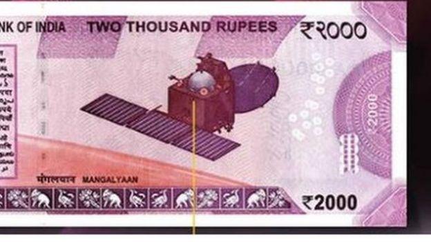 صورة لقمر صناعي مرسل للمريخ على ورقة مالية بقيمة 2000 روبية