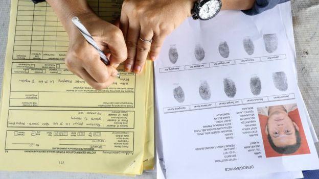 Tim DVI Antemortem Biddokkes Polda Kepulauan Bangka Belitung mengambil data antemortem sejumlah keluarga korban jatuhnya pesawat Lion Air JT 610 untuk dikirimkan ke RS Polri Jakarta.