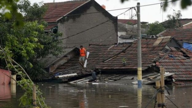يقع نحو 40% من جاكرتا تحت مستوى البحر.