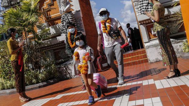 Turis Indonesia tiba di Bandara Bali (Juli 2020)