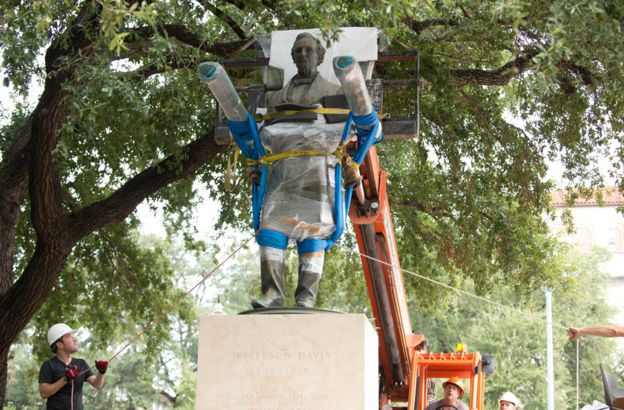 Jefferson Davis statue being removed from University of Texas-Austin in August 2015