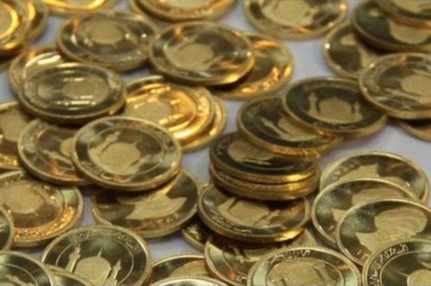 حدود چهار ماه پیش هم سازمان امور مالیاتی ایران در بخشنامهای خریداران بیش از ۲۰ سکه طلا در ایران در سال گذشته (۱۳۹۷) را ملزم به پرداخت مالیات کرد