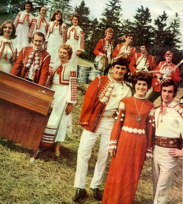 """ВІА """"Смерічка"""" у костюмах комплекту """"Горянка"""". 1970 рік"""