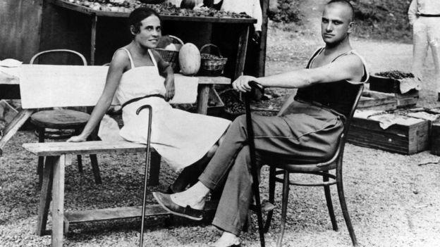 Владимир Маяковский и Лиля Брик в Ялте в 1926 году