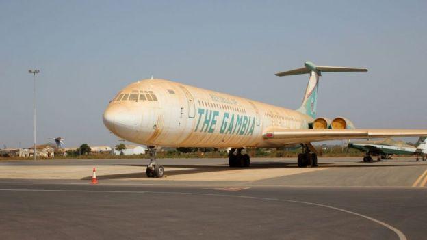 Un Boeing 727 et deux petits avions épandeurs ayant appartenus à Jammeh.