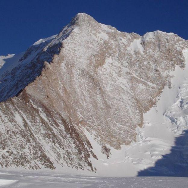 Monte Sisu en la Antartica, bautizado así por el escalador finlandés Veikka Gustafsson. Fotograífa de Damien Gildea.
