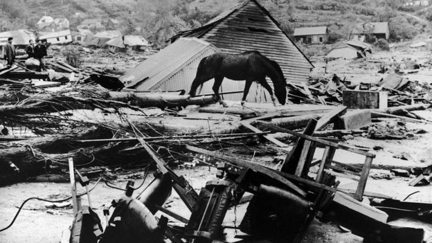 Destrozos tras el terremoto de Valdivia, Chile, en 1960.