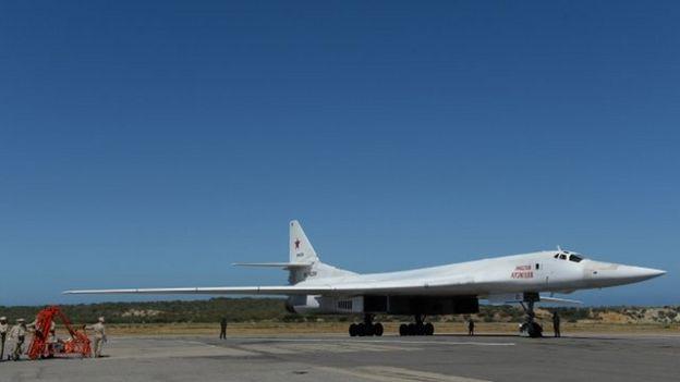 "Tupolev 160, o ""Cisne branco"", na pista"
