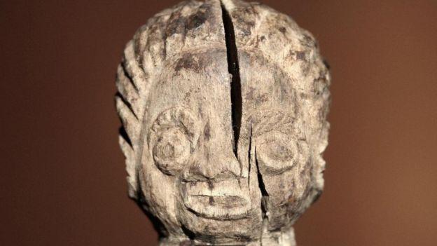 تمثال خشبي يجسد داء الشقيقة