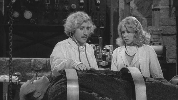 Imagen de la película El joven Frankestein (1974).