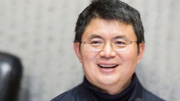 肖建华的家人之后跟香港警察报案,要求调查他的去向,但之后一天主动销案,指他们已经跟对方取得联系。