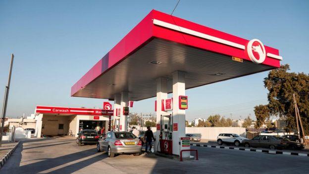 Kuzey Kıbrıs'ta bir benzin istasyonu