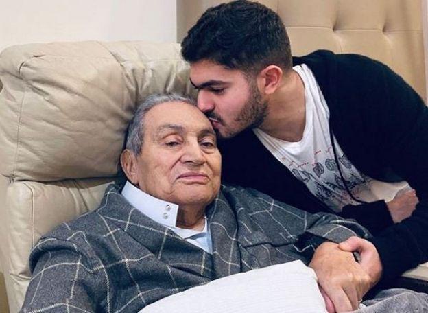Hüsnü Mübarek ve oğlu Omar Alaa