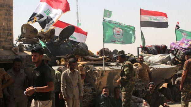 Tel Afer havaalanında toplanan gönüllü Şii milisleri