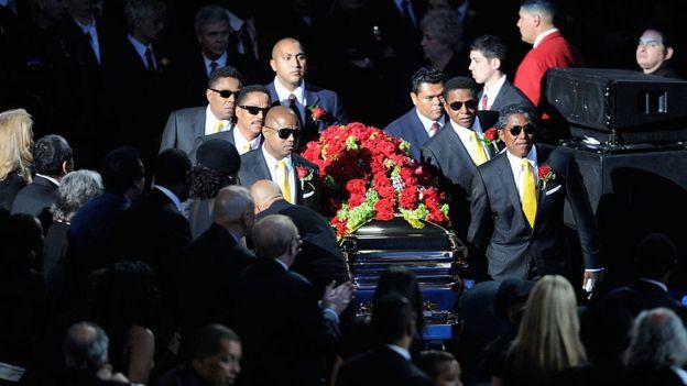 Ceremonia fúnebre en honor a Michael Jackson en Los Ángeles el 7 de julio de 2009.