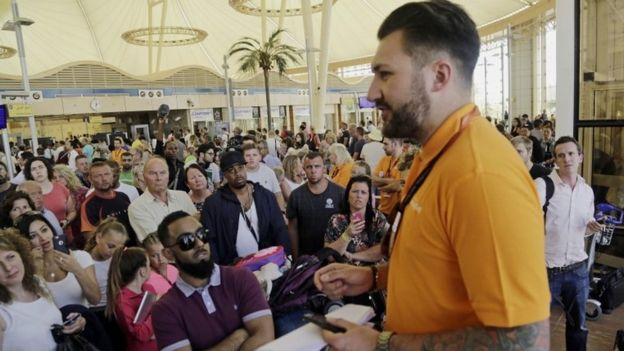 Easyjet employee informs passengers of the changes at Sharm el-Sheikh airport, 6 November 2015